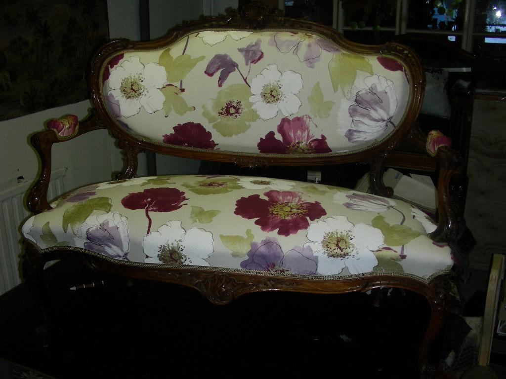 Entisöity rokokoo-sohva